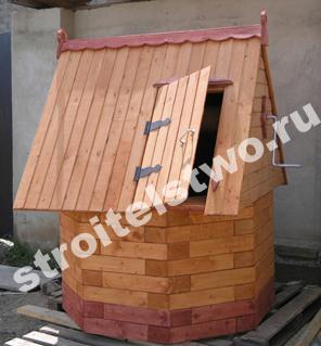 домик для колодца резной